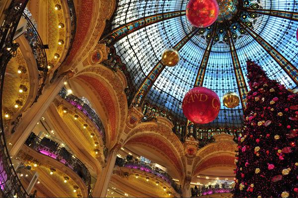 Les galeries Lafayette avec ses décorations de Noël